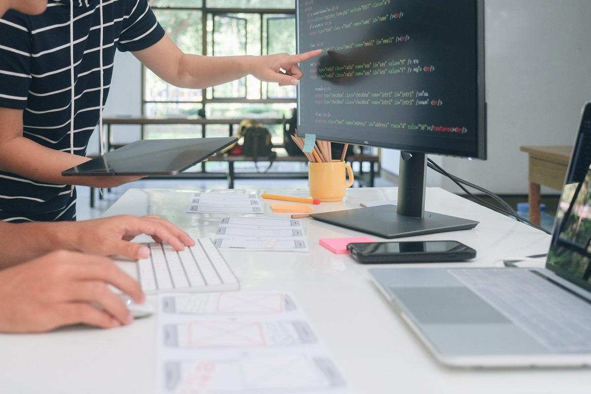 Design af hjemmeside kode og page builder, erfaren hjemmeside designer